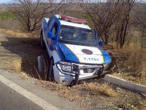 Ibotirama: 2 policiais ficam feridos em acidente com viatura da PRE na BR-242