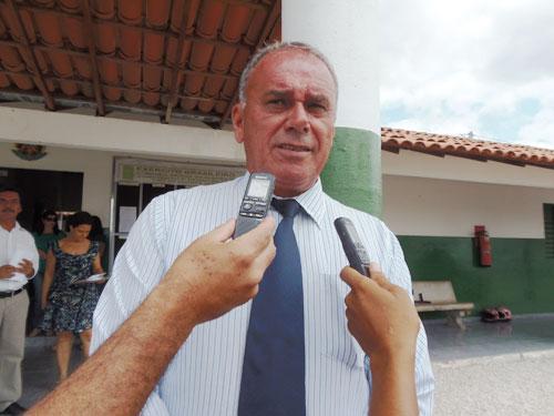 Prefeito Aguiberto Lima Dias parabeniza os professores