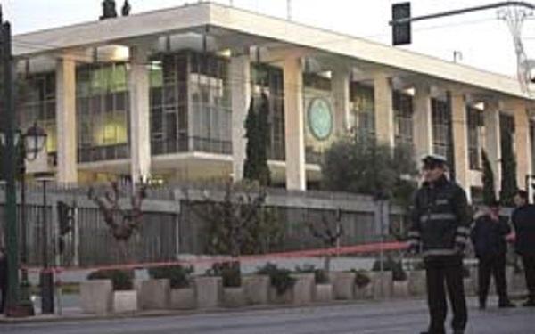 Grupo de vândalos invade embaixada do Brasil em Atenas