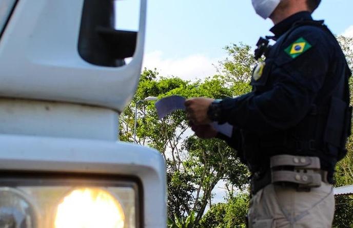 PRF intensifica na Bahia fiscalização a veículos de carga com foco na segurança viária