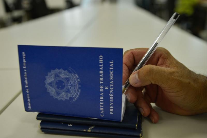País cria 173 mil empregos, maior resultado para fevereiro desde 2014