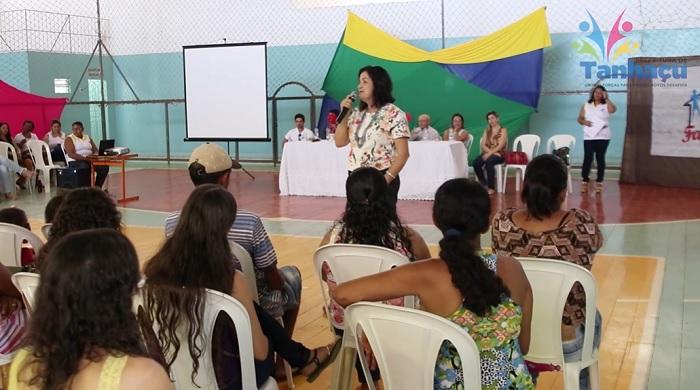 """Escola Anísio Teixeira de Tanhaçu promove evento com tema """"Família na Escola""""; veja o vídeo"""