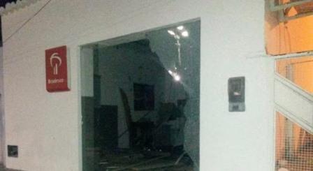 Ibiquera: 10 homens fortemente armados explodem caixa eletrônico e causam terror na cidade