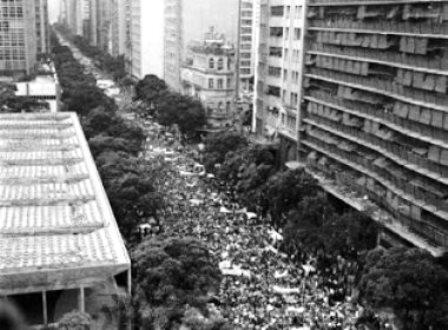 Pelo Facebook, grupo convoca reedição de marcha anticomunista ocorrida em 1964