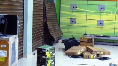 Mais uma loja de móveis e eletrodomésticos é saqueada
