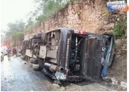 Acidente com ônibus da dupla Marcos e Belutti deixa um morto e dez feridos