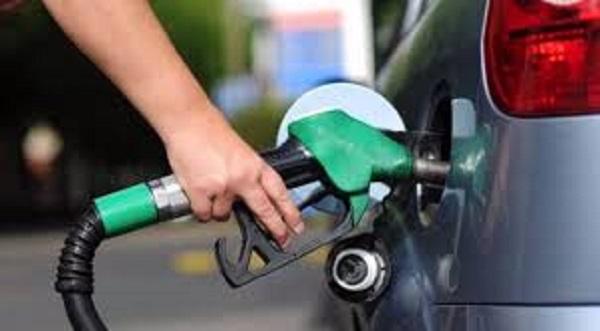 Petrobras reduz preço da gasolina em 1,23% nas refinarias