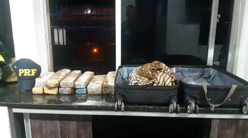 Jovem de 19 anos é detida com grande quantidade de maconha em ônibus interestadual