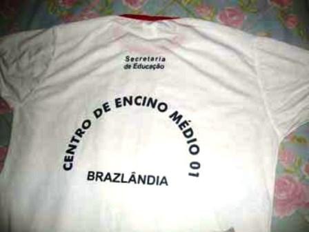 Brasilia: Uniforme tem ensino com 'c' e governo diz que é sabotagem