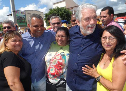 População recepciona Governador do Estado e sua comitiva política