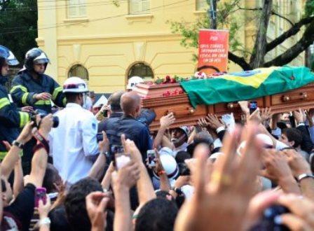 Corpo de Eduardo Campos é sepultado no Cemitério de Santo Amaro