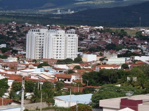 Mulher cai em golpe ao sair de agência bancária e perde R$ 7.000,00