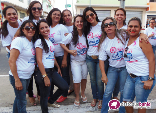 Outubro Rosa mobiliza diversas pesssoas em caminhada contra o câncer de mama