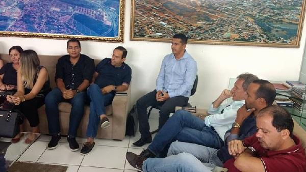 Prefeito de Guajeru, Gil Rocha participa da reunião que definiu Brumado sede da Policlínica Regional