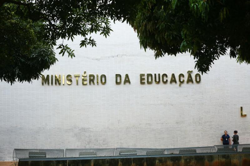 Governo reduz para 1,6% previsão de alta do PIB em 2019 e libera R$ 1,58 bilhão para Educação