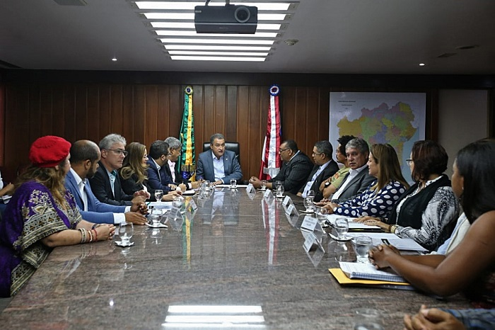 Técnicos e analistas de universidades estaduais fazem acordo com o Governo do Estado