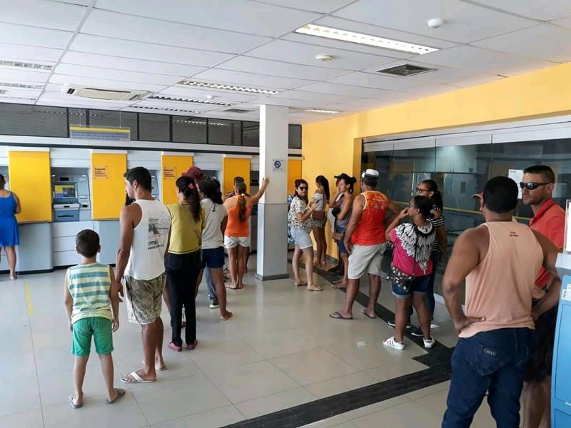 Moradores de Tanhaçu revoltados com descaso da agência do Banco do Brasil na cidade