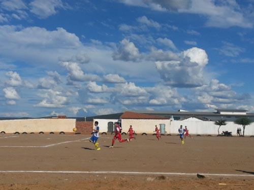 Internauta fala sobre os problemas causados pelo campo de futebol do bairro São Félix
