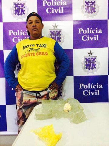 Jequié: Se disfarçando de Moto - taxista,  mulher é presa com drogas