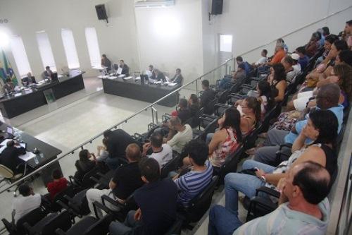 PLENÁRIO DA CÂMARA LOTADO DURANTE SESSÃO PARA VOTAÇÃO DE CONTAS DE 2011 DO EX-PREFEITO CARLÃO