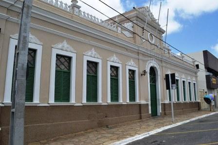 Prefeitura de Vitória da Conquista emite nota de esclarecimento e nega existência de funcionário citado por Fafá de Belém