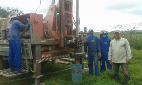 Prefeitura de Ituaçu beneficia 120 famílias com perfuração de poço