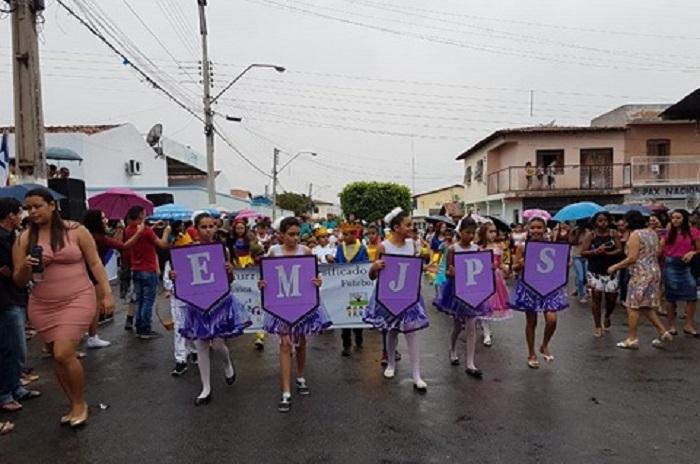 Confira momentos do desfile de 7 de setembro de Malhada de Pedras
