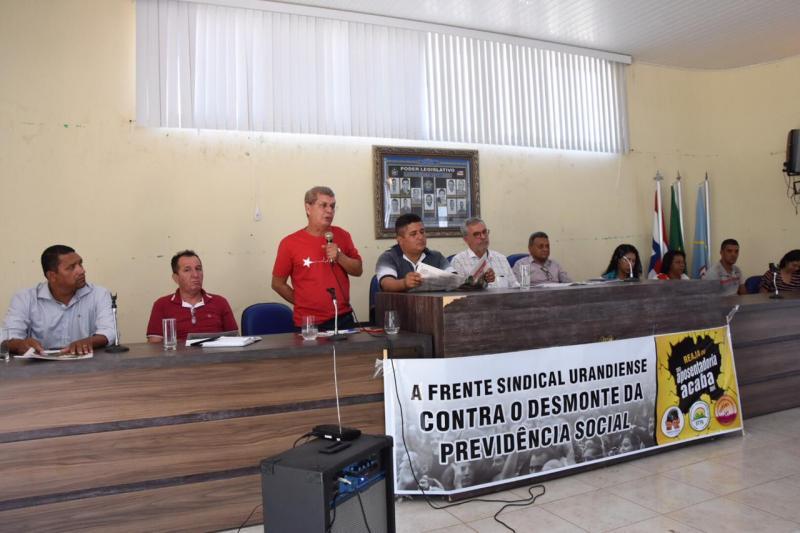 Urandi: emenda parlamentar garante trator para associação de Cabeceiras e Raíz