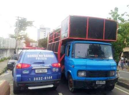 Manaus: Caminhão de som sem freio mata três fiéis em procissão da Via-Sacra