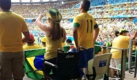 É MILAGRE? Polícia investiga imagens de cadeirantes que se levantaram durante jogos da Copa