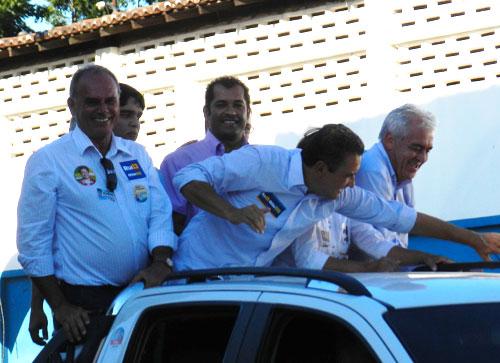 Em carreata, ao lado de Rui Costa e Otto Alencar, Zé Ribeiro recebeu o carisma da população brumadense