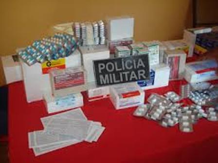 Homem é preso no centro da cidade com mochila cheia de medicamentos