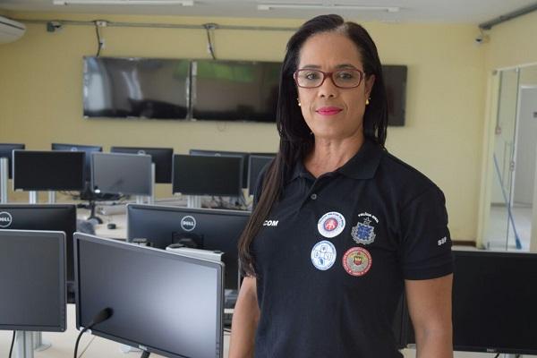 Obras finais da Cicom são supervisionadas pela capitã Leila Silva
