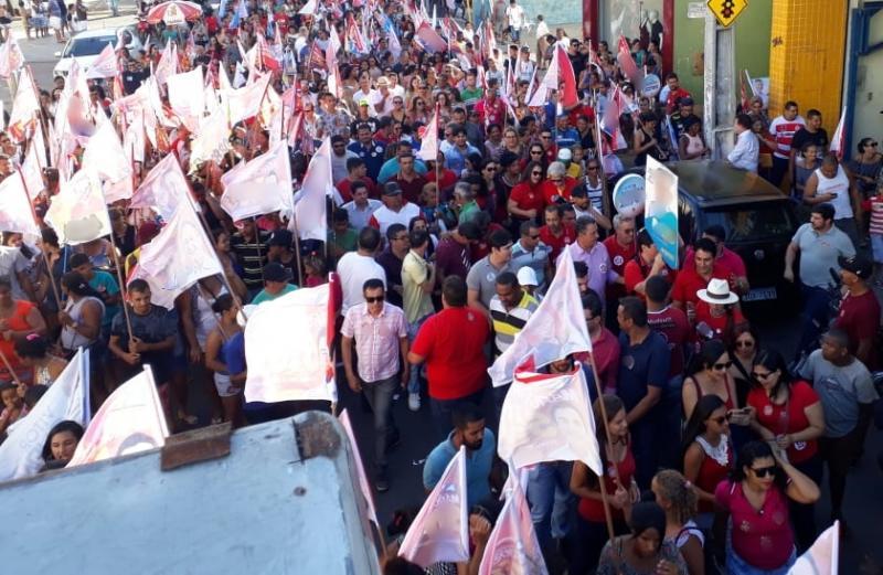 Rui costa percorre ruas de Brumado em ato de Campanha