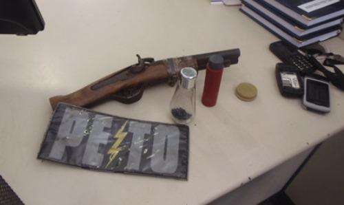 Policia apreende menores com arma de fogo municiada
