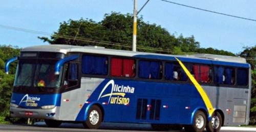 Caetiteense é preso por dirigir ônibus lotado sem habilitação