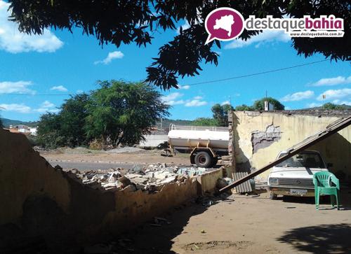 Vento forte provoca destruição em Lava Jato
