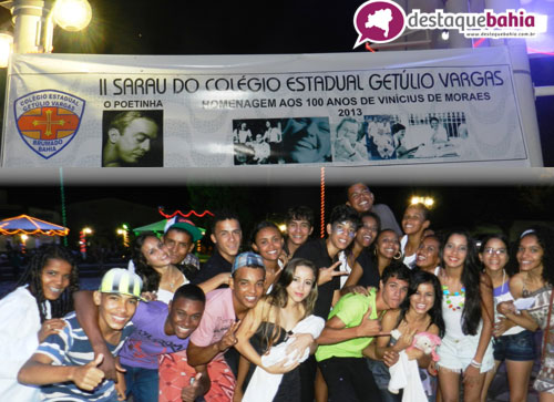Colégio Estadual Getúlio Vargas realizou Sarau na Praça da Prefeitura