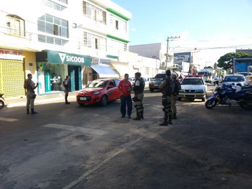 Polícia Militar realiza blitz no centro da cidade