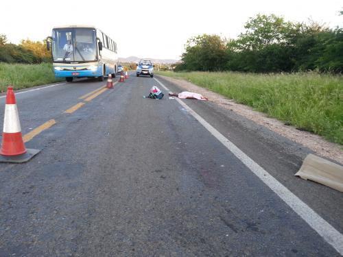Faxineira morre atropelada na BA - 142 a 05 km da cidade Tanhaçu