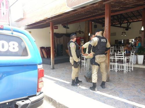 Conceituado restaurante em Brumado é fechado pela vigilância sanitária e Polícia Militar