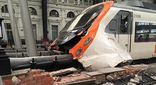 Acidente de trem deixa quase 60 feridos em Barcelona