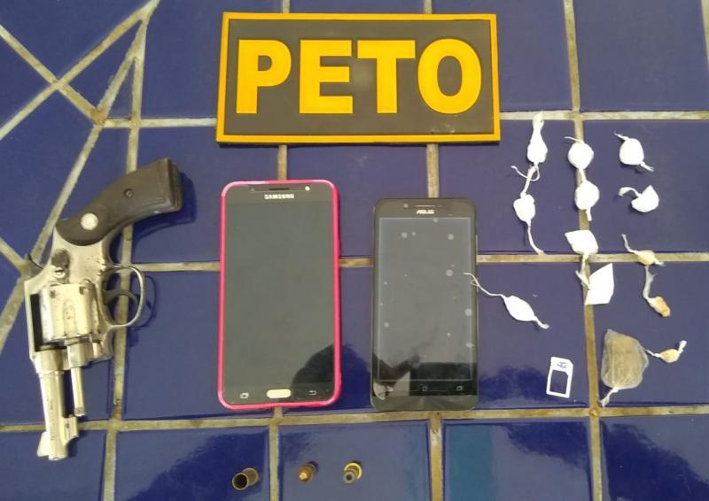 Arma, drogas e celulares são apreendidos no Bairro do Mercado em Brumado