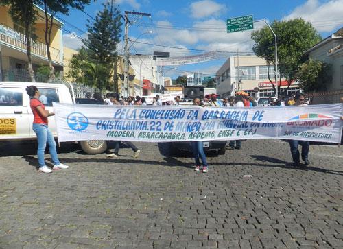 Passeata faz referência ao dia da água e protesta contra construção de barragens em nascentes do Rio das Contas