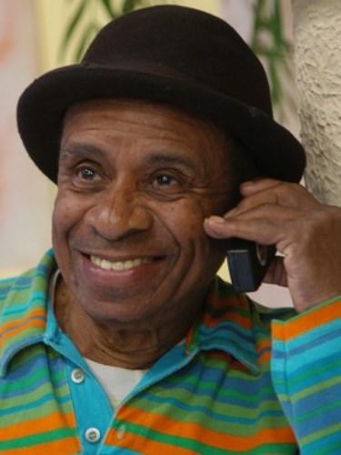 Humorista Canarinho, de A praça é nossa, morre aos 86 anos