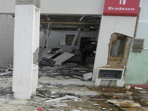 Nova Itarana: 'Madrugada de terror', após explosão de agências bandidos fogem atirando pela cidade