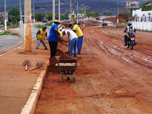 Prefeitura começa o trabalho de limpeza após a forte chuva no final de semana