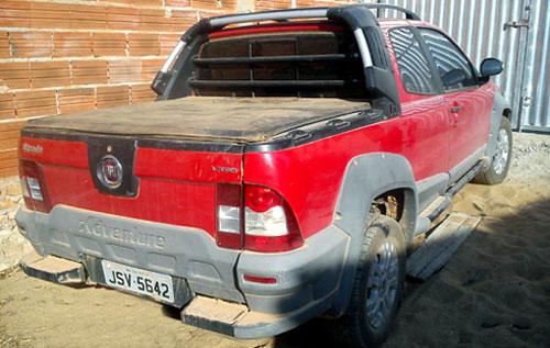 Carro roubado é recuperado após denúncia anônima