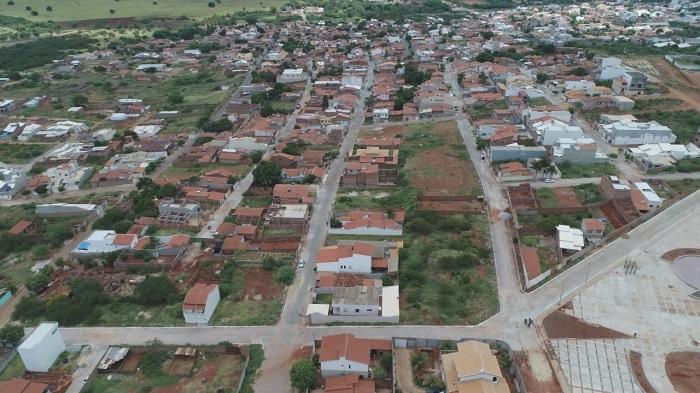 Prefeitura de Brumado entrega pavimentações em 14 ruas no Bairro Olhos d'Água