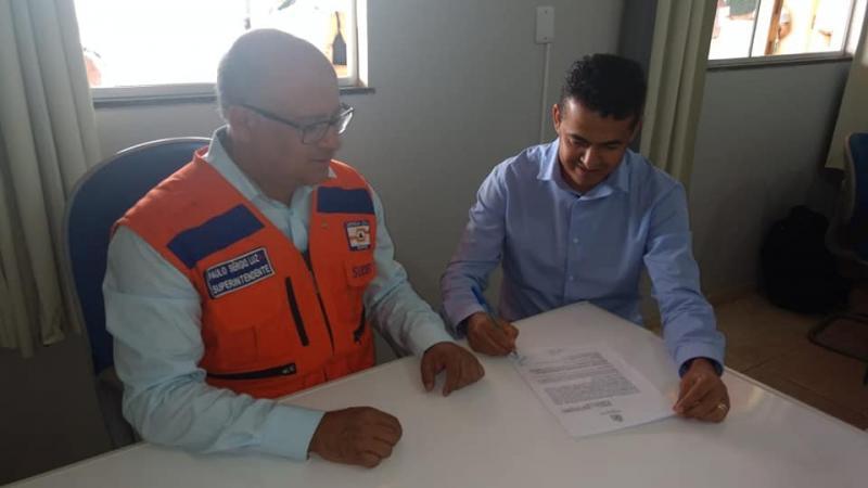 Guajeru: Convênio é assinado com a SUDEC para abastecimento de água no município